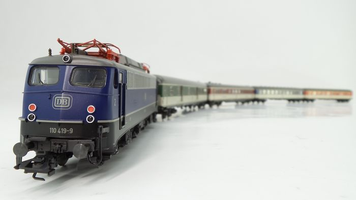 "Märklin H0 - 26512 - Electric locomotive, Passenger carriage - 5-part set ""Pop train"" with BR 110 and four carriages - DB"