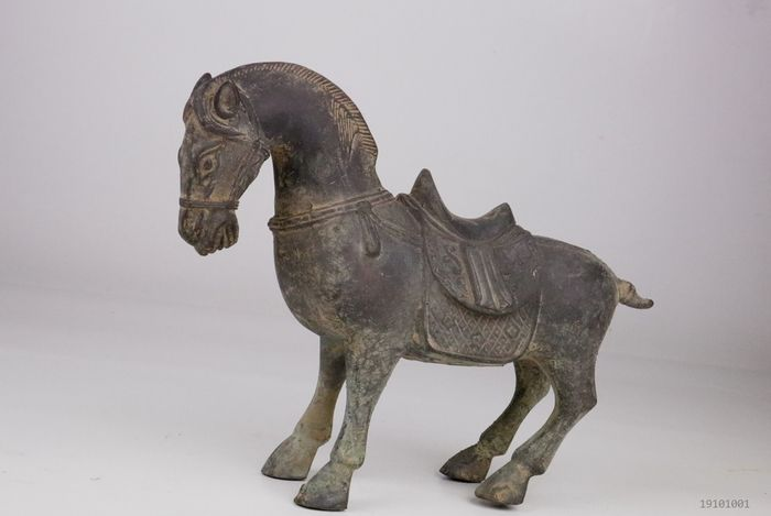 old horse image - Bronze - China - Late 20th century