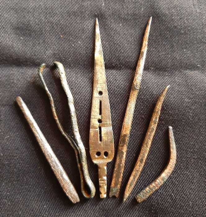 Late Roman/Early Byzantine Gilded Bronze Roman medical set - tweezers - phlebotome - needles - probe - - (6)