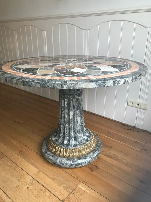 Beautiful Italian marble round hall table. Inlaid with flower pattern of colored marble.