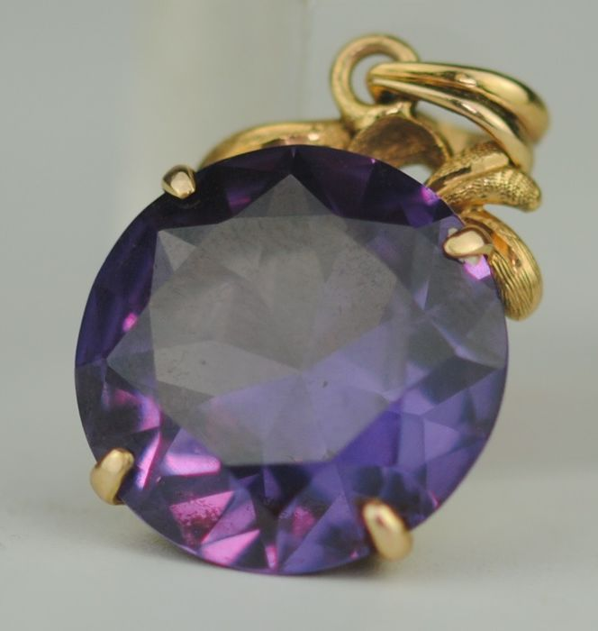 Synthetic Alexandrite Corondum  - 18 kt. Yellow gold - Pendant