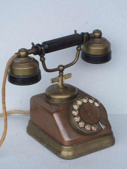 KTAS Telefon Fabrik Automatic D-30 - Danish copper telephone with turntable, 1930s - copper and red copper, bakelite