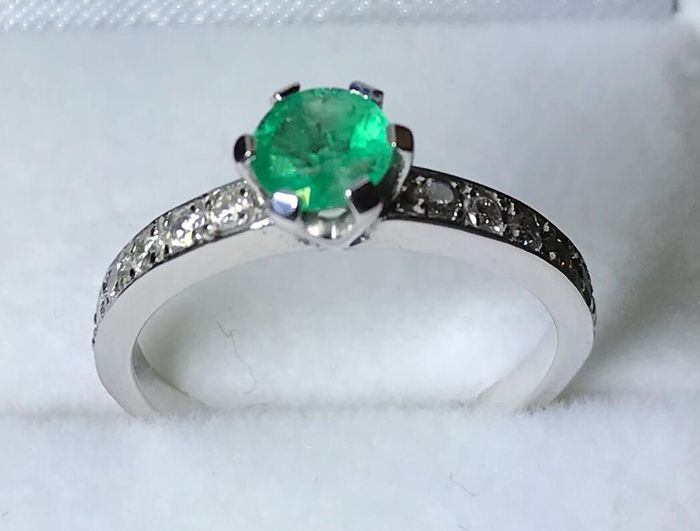 18 kt. White gold - Ring - 0.55 ct Emerald - Diamond