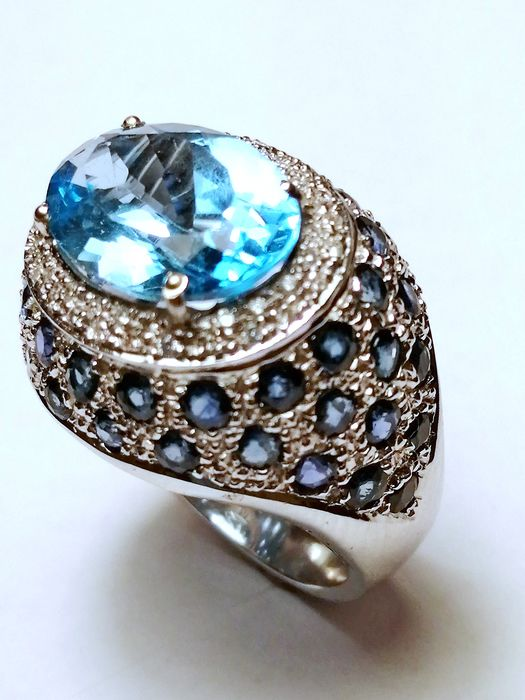 18 kt. White gold - Ring Topaz in the blue variety - Diamonds, Sapphires, ct 5.90