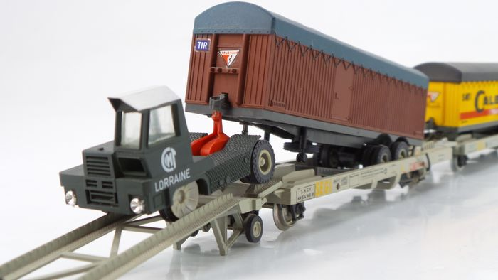 Jouef H0 - 644 - Freight wagon set - Kangourou set with truck, trailers and 5 transport wagons Bailly and Calberson - SNCF