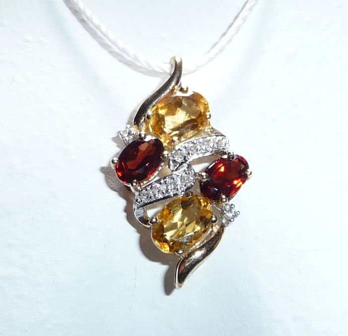 9K Or jaune - Remorque Vintage - 2 grenades 0,70 ct., 2 citrines 1,60 ct. - 6 diamants 0,08 ct. I / SI