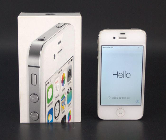 Apple - iPhone 4S White - 8G in original box - In original box