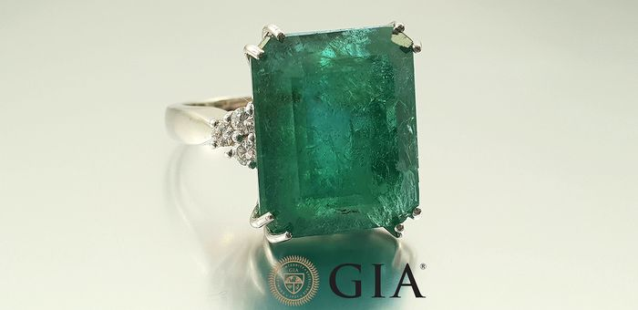 18 kt. White gold - Ring - 15.24 ct Emerald certified GIA - Diamonds - No Reserve
