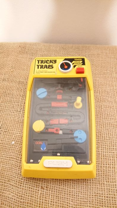 Tomy - Tricky Traps a fascinating Electric-Mechanical gam