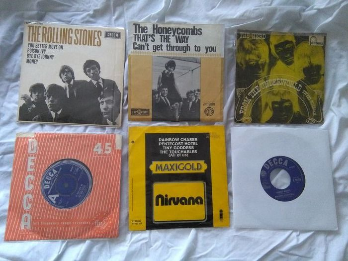 Various Artists/Bands in 1960's - Diverse artiesten - Fabulous Sounds Of The 60s On Twelve Beautiful 45s!! - Diverse titels - 45-toerenplaat (Single) - 1965/1972