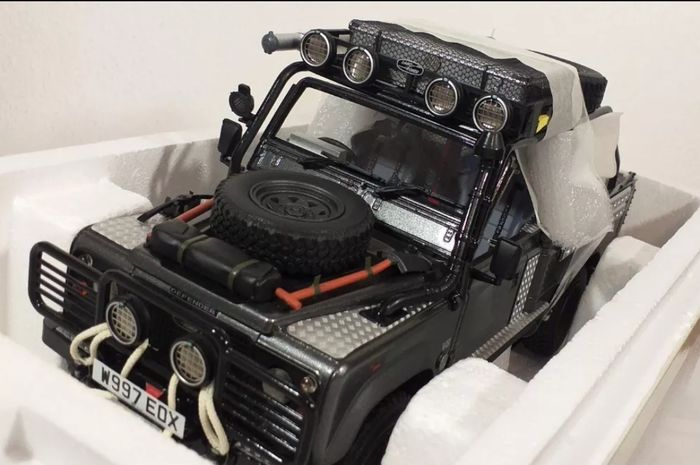 Kyosho - 1:18 - Land-Rover - Defend 90