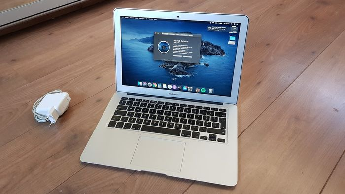 Apple Macbook Air - 13''inch, Intel i5 Dual Core 1.8Ghz, 4GB, 64GB SSD, OSX Catalina - Laptop - Without original box