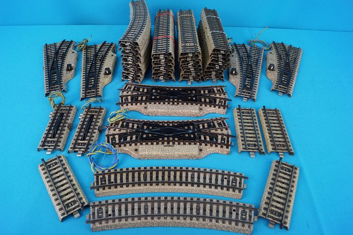 Märklin H0 - Tracks - 56-part batch with 24-degree electric switches and accessories