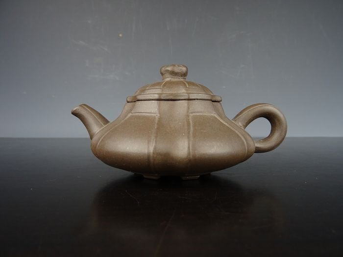 Teapot - Yixing clay - China - Republic period (1912-1949)