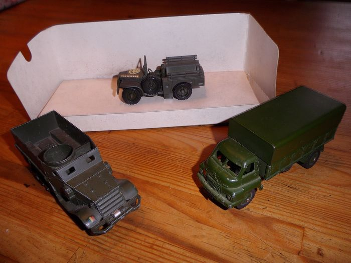 Dinky Toys et Solido - Jouet - 621 / 822 / 6103 - Military vehicle 3 Ton Army wagon / Half Track : Dodge 4 x4. - 1960-1969 - France et Royaume Uni