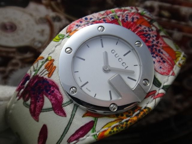 Gucci - G SERIES 104 FLOWER LEATHER STRAP - Unisex - 2000-2010
