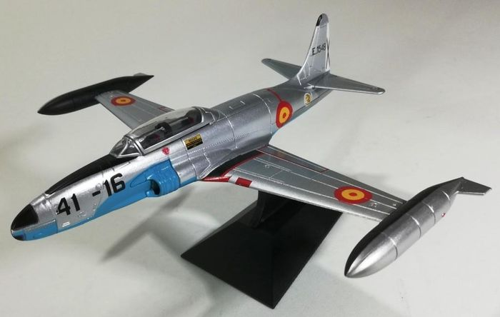 Falcon Models - The Wings of Fame - Escala 1:72 - Scale model, T-33A of the Spanish Air Force (1982). - Zamac
