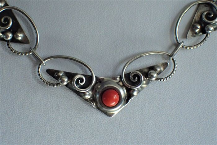 800 Silver - Necklace with pendant Coral