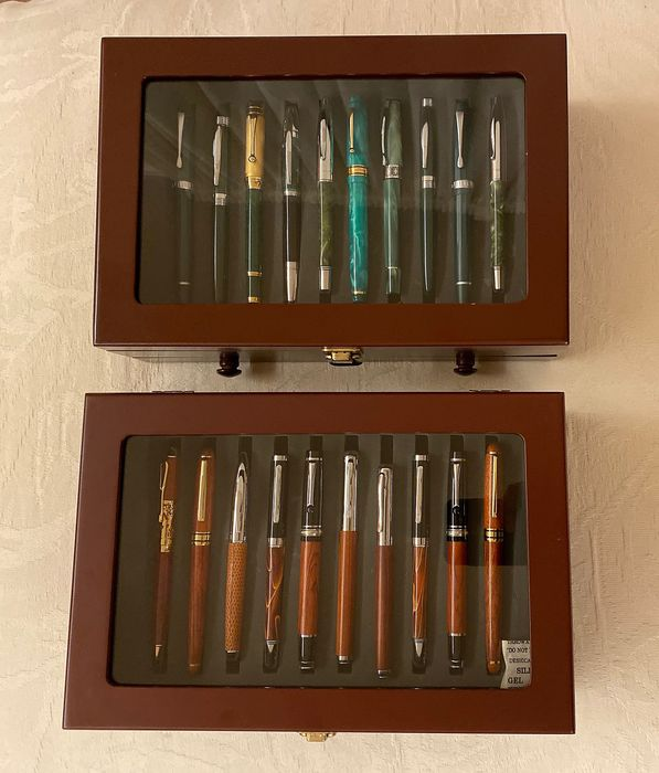 Fabbri Editore - Collection of 40 fountain pens with 2 caskets