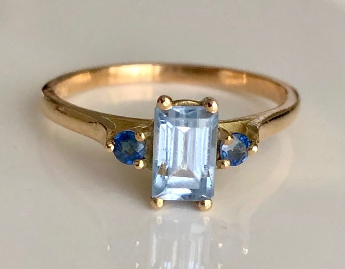 18 kt. Gold - Ring - 0.78 ct Topaz - Sapphires