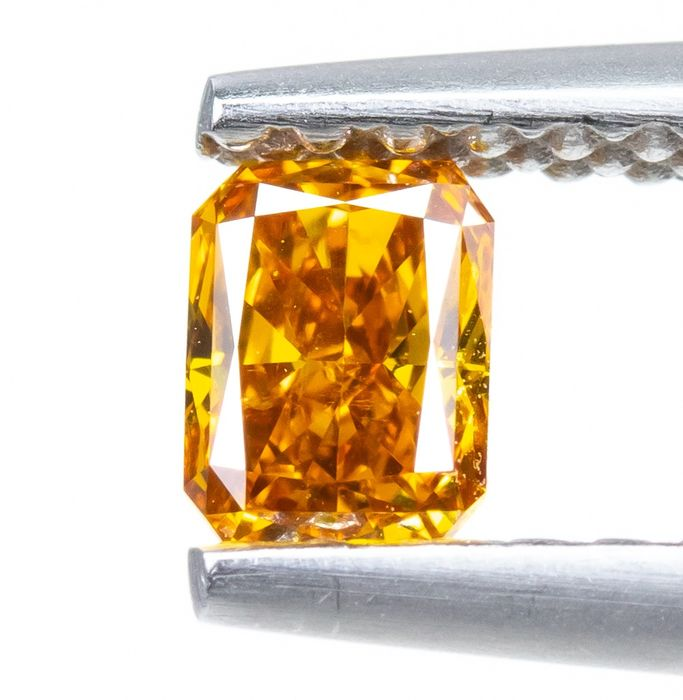 Diamond - 0.27 ct - Natural Fancy VIVID Yellow-Orange - SI1  *NO RESERVE*