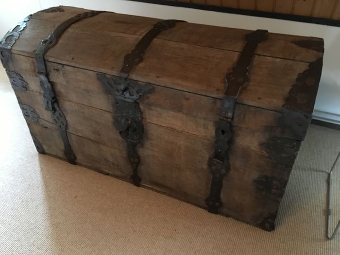 Casket (1) - Oak - 17th century