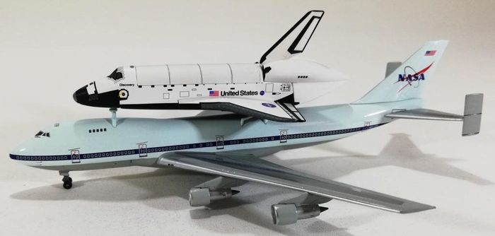 Space Dragon Wings  - Maquette, Boeing 747 SCA / Space Shuttle Discovery. 1: 400 schaal - Plastic, Zamak