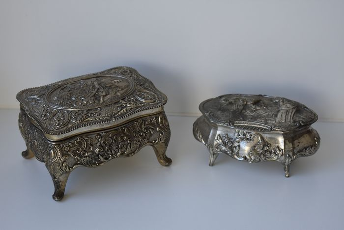 gestempeld - old beautifully crafted jewelry box (2) - silver plated? - velvet fabric