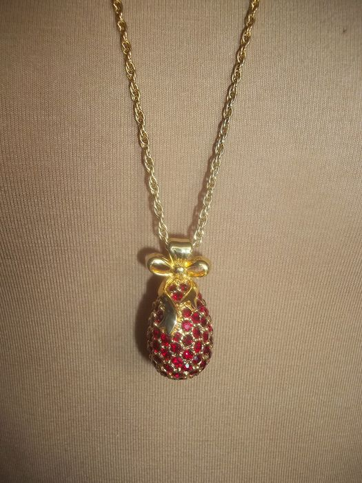 Joan Rivers© - Vintage - Classics Collection Fabergé Egg Pendant - With about 100 red Austrian Crystals - 24 Carat gold-plated - Very, very good condition.