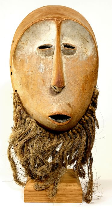 Exquisite Muminia Mask - medium dense hardwood and vegetal fibre - Lega  - D.R.C.