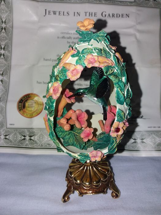 "Franklin Mint, House of Faberge - Faberge, Jewels in the garden ""hummingbird floral egg - (24 kt), porcelain, resin / polyester, with a small gem in a flower"