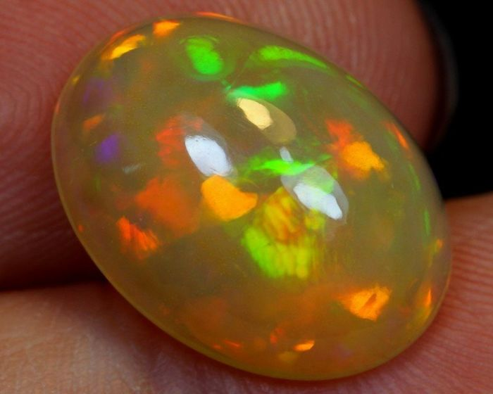 3.65 cts - Nice Opal - Top Quality - 14×11×5 mm - 0.73 g