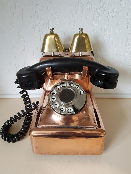A retro brass telephone with double bell, 1960s - Copper / Bakelite