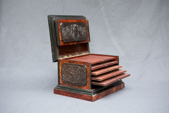 Cabinet or cigar cabinet with elm and galalith magnifying glass - 1