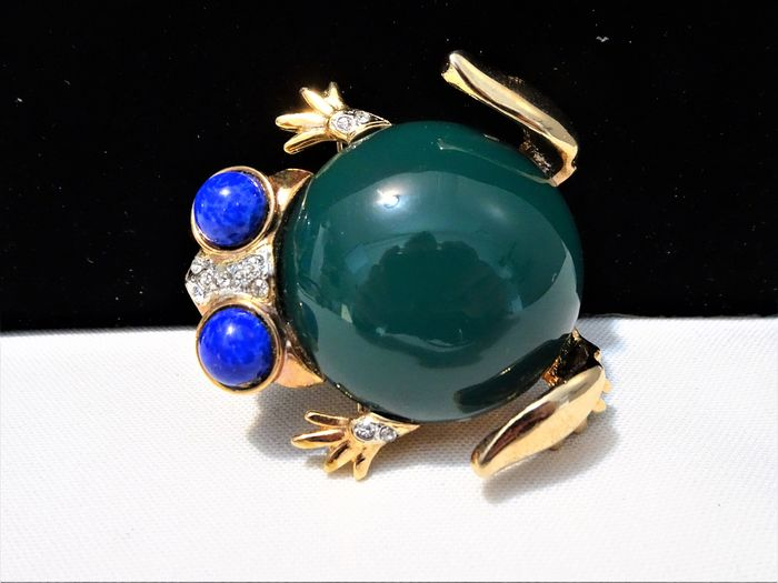 Gem Craft - Gene Verrecchia -  Gold-plated, Plastic and Rhinestones - Large Jelly Belly Frog Brooch