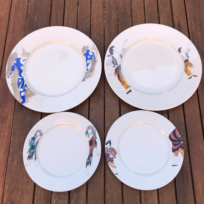 4 plates with original Picasso designs - Ceramic