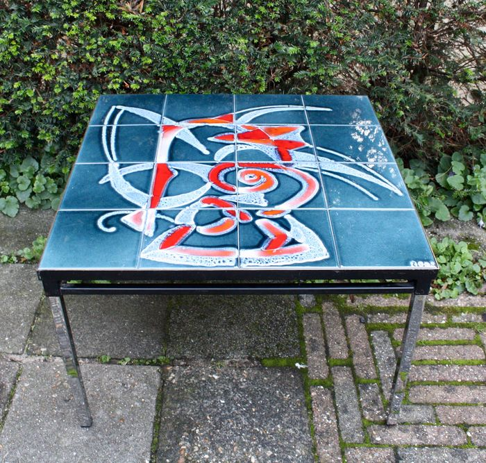 Coffee table, Vintage coffee table; chrome base & tiled top with abstract motif Design for sale