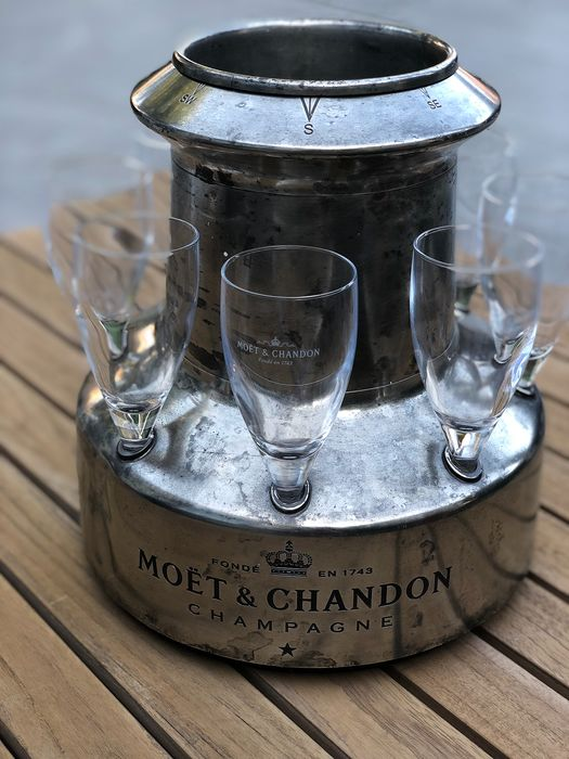 Moët et Chandon Champagne Vintage Cooler with 8 Glasses - Champagne
