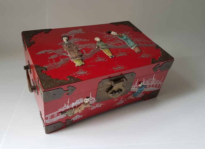 Jewellery box - Lacquer, Wood - China - Approx. 1970