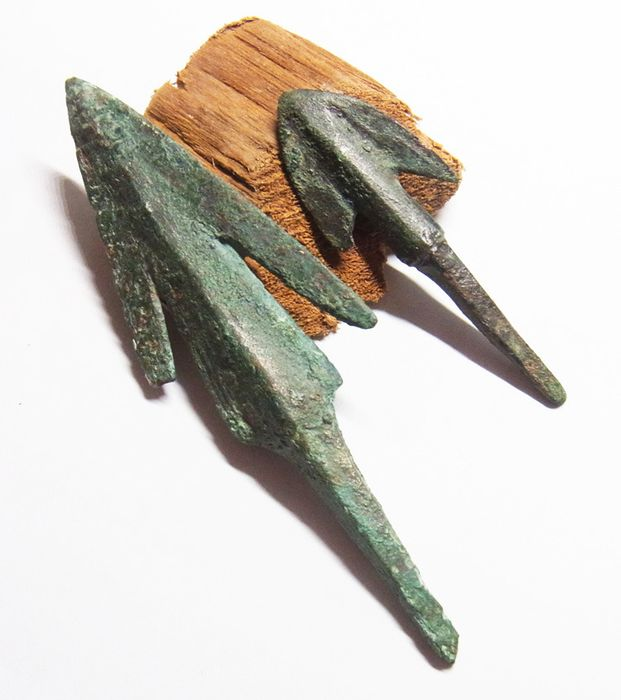 Ancient Greek Bronze ANCIENT GREEK BRONZE ARROWHEADS - 82.8 mm - - (2)