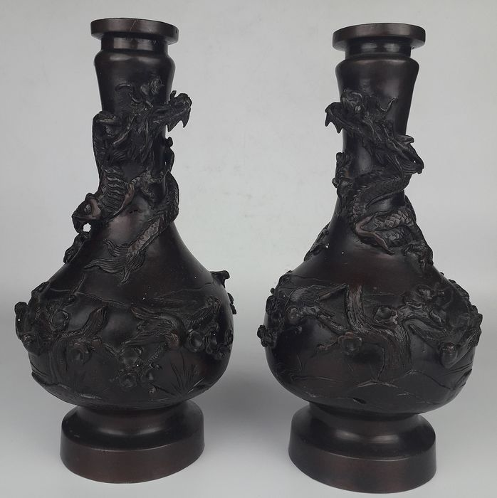 Dragon vases - Bronze - Japan - Late 19th/Early 20th century (Meiji period)