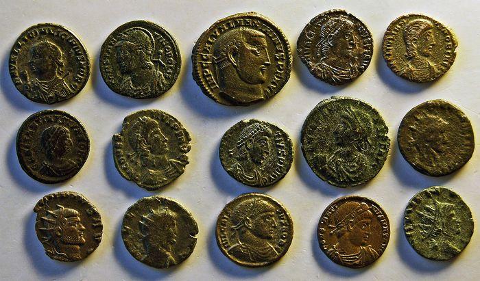 Römisches Reich - Lot comprising 15 AE coins, 3rd-4th century AD