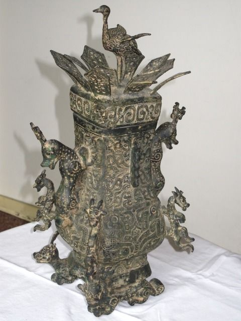 Ritual vessel (1) - Bronze - Hu - China - mid 20th century