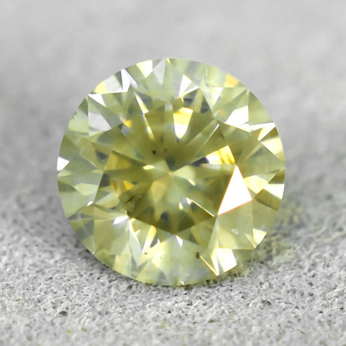 Diamant - 0.56 ct - Briljant - Light Grayish-Yellow - Si2 - VG/VG/VG