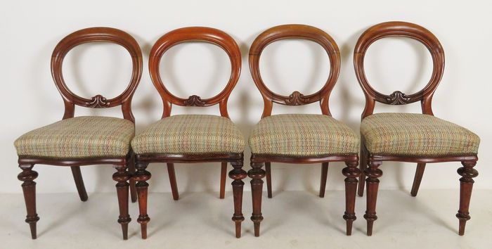 """A set of 4 """"Balloon-back"""" dining room chairs - Victorian - Mahogany - Approx. 1870"""
