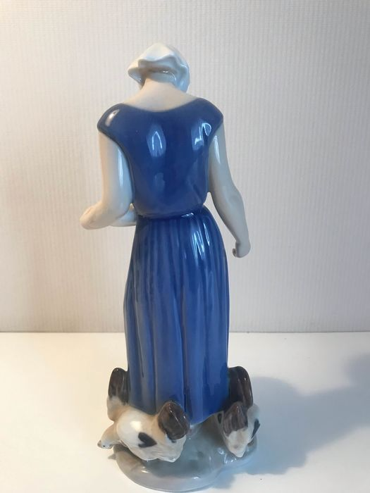 Bing & Grondahl - Figurine(s), woman with chickens - Porcelain