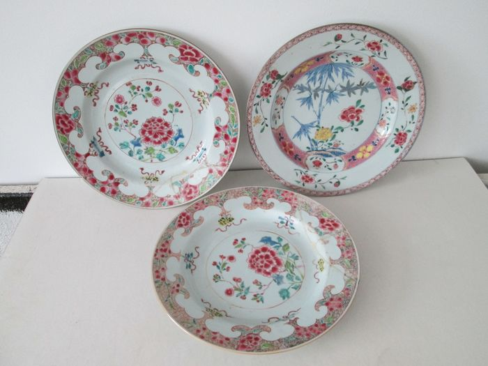 Famille Rose plates (3) - Porcelain - China - 18th century