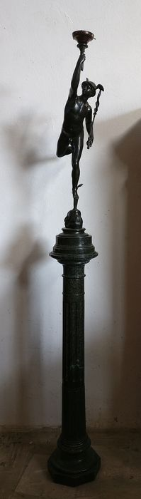 After Giambologna - Sculpture, Dio Mercurio - with marble column base - Bronze Green and Marble Alps - Second half 19th century