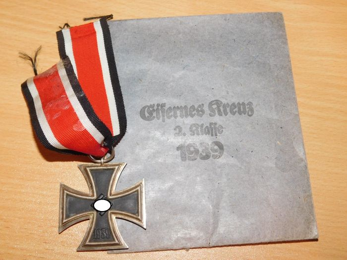 Germany - Army/Infantry - Iron Cross 2nd Class 1939 with presentation bag Carl Forster - 1939
