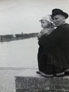Jan Kann (1908-1965)  - A father and his daughter, Netherlands, probably Huizen, ca. 1950